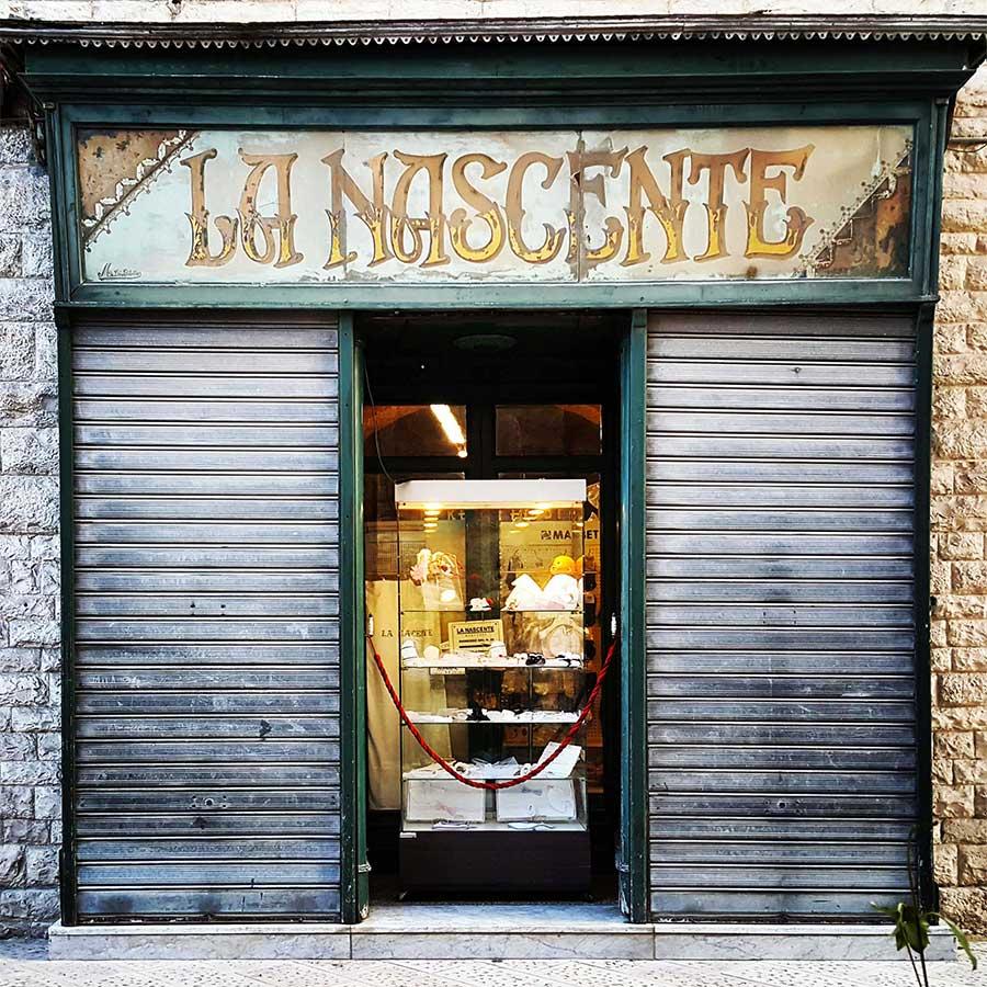 """Letters from Puglia_Bisceglie (BA), Negozio """"La nascente""""_Futuro Arcaico"""