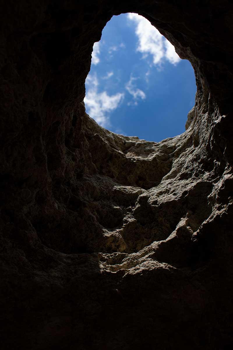 Rita Gadau — Menhir di Ussano (LE) — Futuro Arcaico